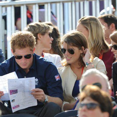 El Príncipe Harry y las Princesas de York en una competición hípica de Londres 2012