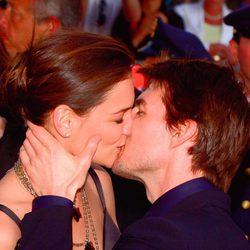 El apasionado beso de Tom Cruise y Katie Holmes
