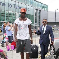 Mario Balotelli en el aeropuerto de Manchester