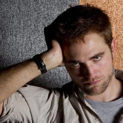 Robert Pattinson posa para los retratos del Festival de Cannes