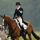 Zara Phillips montando a caballo en 2003