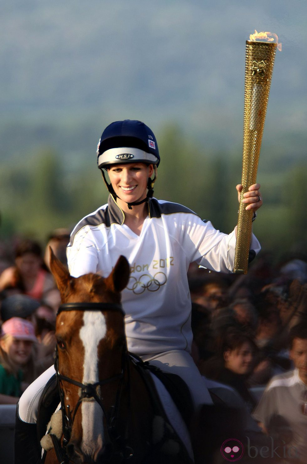 Zara Phillips con la antorcha olímpica de Londres 2012