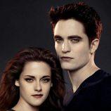 Kristen Stewart y Robert Pattinson en un poster promocional de 'Amanecer.Parte 2'