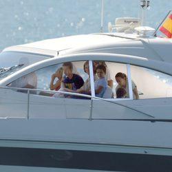 La Reina Sofía y sus nietos navegan en la Somni