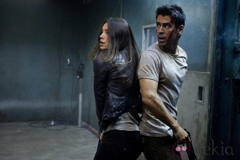 Jessica Biel y Colin Farrell en la película 'Desafío total'
