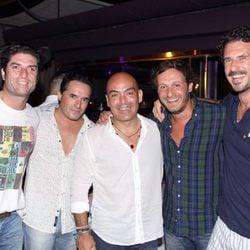 Juan Peña, Kike Sarasola y Carlos Marrero en una fiesta organizada en Ibiza