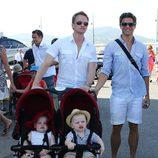 Neil Patrick Harris y David Burtka con sus hijos de vacaciones en Saint-Tropez