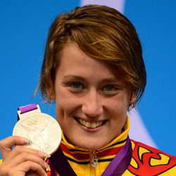 Mireia Belmonte posa orgullosa con su segunda plata en Londres 2012