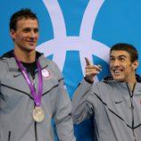 Ryan Lochte y Michael Phelps en el podio de Londres 2012