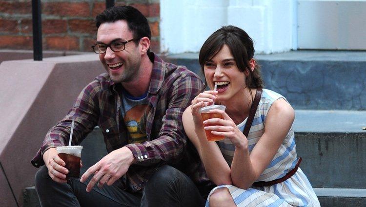 Adam Levine y Keira Knigthley en el rodaje de la película 'Can a song save your life?'