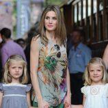 La Princesa Letizia y las Infantas Leonor y Sofía en el tren de Sóller en Mallorca
