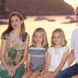 Los Príncipes de Asturias y sus hijas posan en Sóller