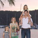 Los Príncipes Felipe y Letizia y las Infantas Leonor y Sofía posan en Sóller