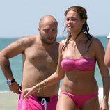 Kiko Rivera y Jessica Bueno, chapuzón en la playas de Cádiz