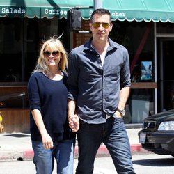 Reese Witherspoon pasea su tercer embarazo con su marido Jim Toth