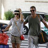 Patricia Conde y Carlos Seguí en el aeropuerto de Palma de Mallorca