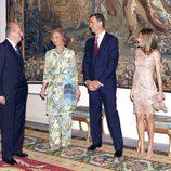 El Rey conversa con la Reina y los Príncipes de Asturas en la cena a las autoridades de Baleares