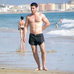 Miguel Ángel Silvestre con el torso desnudo