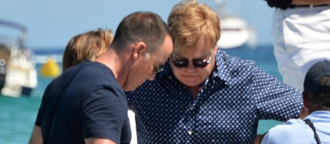 Elton John y David Furnish de vacaciones en Saint-Tropez