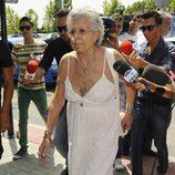 Pilar Bardem a su llegada al tanatorio para despedirse de Sancho Gracia
