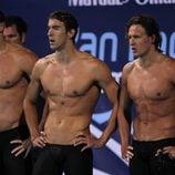 Jason Lezak, Michael Phelps y Ryan Lochte con el torso desnudo
