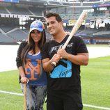 Snooki, embarazada de su primer hijo, y Jionni LaValle en un partido de béisbol