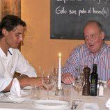El Rey Juan Carlos conversa con Rafa Nadal durante una cena