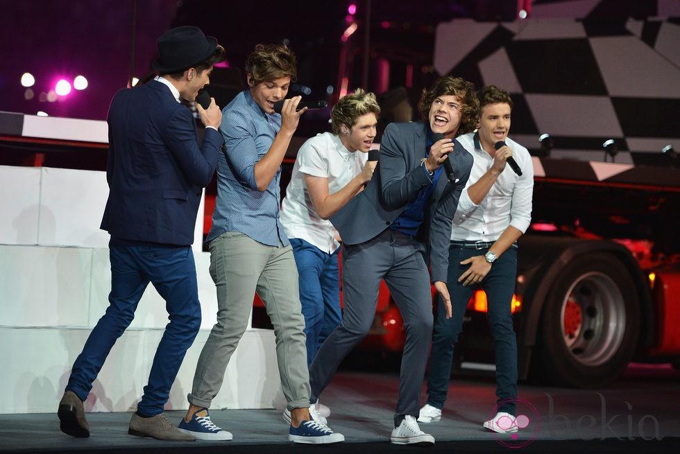 One Direction en la ceremonia de clausura de Londres 2012