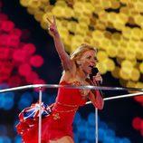 Geri Halliwell durante la clausura de los Juegos Olímpicos