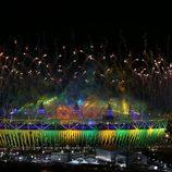 Fuegos artificiales saludan a Río 2016 durante la clausura de Londres 2012