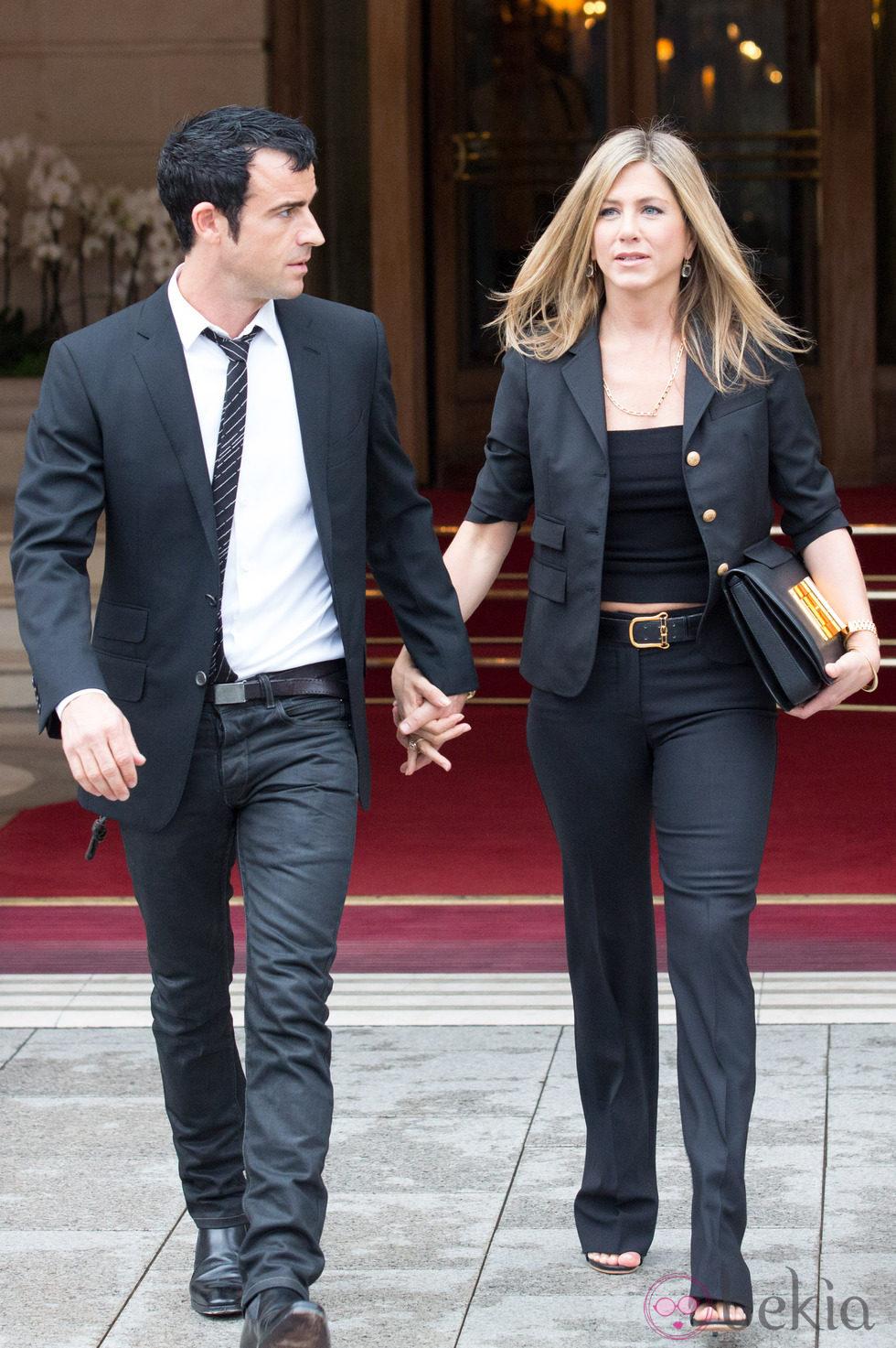 Jennifer Aniston y Justin Theroux pasean cogidos de la mano