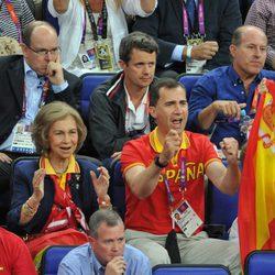 La Reina, los Príncipes e Irene de Grecia animando a España en Londres 2012