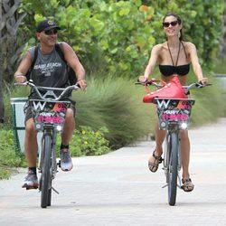 Eros Ramazzotti y su novia Marica Pellegrini en Miami