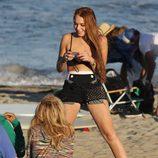 Lindsay Lohan con su madre Dina en las playas de Malibú