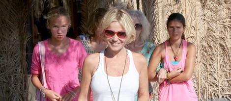 Eugenia Martínez de Irujo, muy sonriente durante sus vacaciones en Ibiza