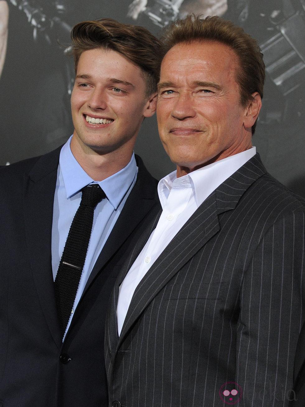 Arnold y Patrick Schwarzenegger en el estreno de 'Los Mercenarios 2' en Los Ángeles