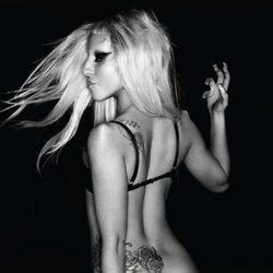 Lady Gaga enseña sus tatuajes en la promoción de Born This Way