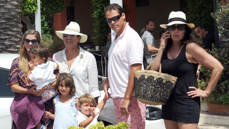 Margarita Vargas, Luis Alfonso de Borbón y Carmen Martínez Bordiú en Marbella