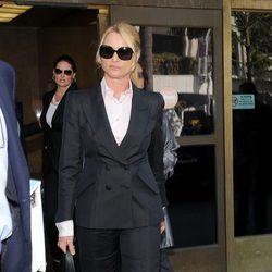 Nicollette Sheridan a la salida del juicio en marzo 2012