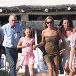 Kate Moss disfruta de sus vacaciones en Saint Tropez junto a su hija Lila Grace