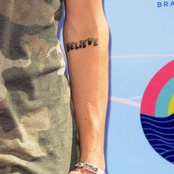 Justin Bieber se tatúa 'Believe'