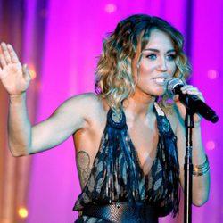 Miley Cyrus durante una actuación en 2012