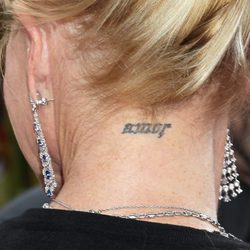 Tatuaje en la nuca de Melanie Griffith