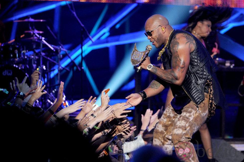 Flo Rida actuó en la entrega de los premios Do Something 2012