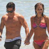 David Bustamante y Paula Echevarría, cogidos de la mano en las playas de Ibiza