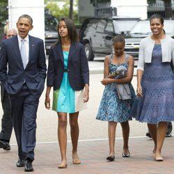 Barack y Michelle Obama acuden a misa junto a sus hijas