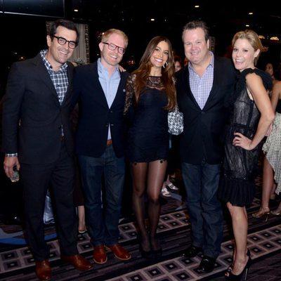 Ty Burrell, Jesse Tyler Ferguson, Sofía Vergara, Eric Stonestreet y Julie Bowen en la fiesta de la Academia de Televisión