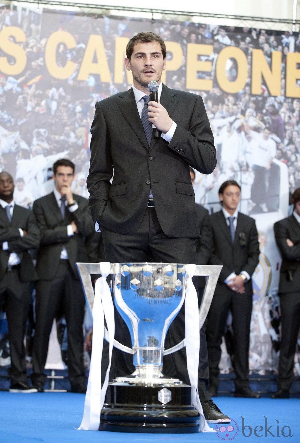 Iker Casillas celebra el título de Liga del Real Madrid
