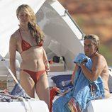 Sofía Mazagatos y Chelo García Cortés durante sus vacaciones en Ibiza