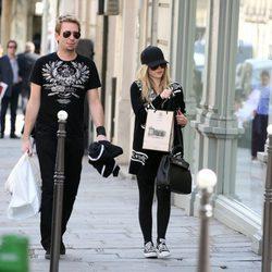 Avril Lavigne y Chad Kroeger paseando por París